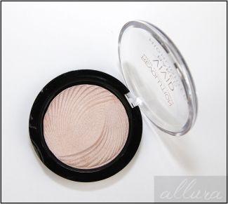 Makeup-Revolution-Vivid-Baked-Highlighter-Powder-in-Radiant-Lights-2